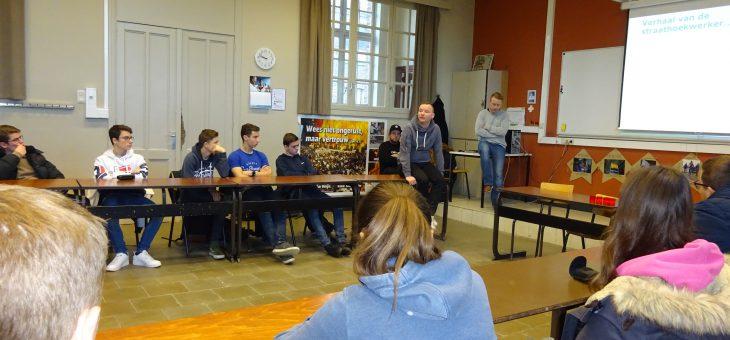 Oud-leerling Thomas Goethals bezoekt samen met collega's klassen 6bso