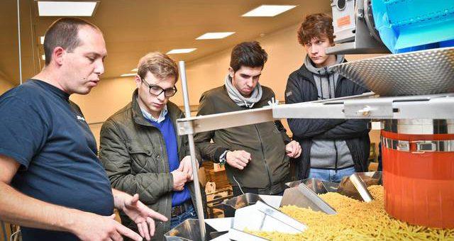 Leerlingen maken kennis met voedingsindustrie.
