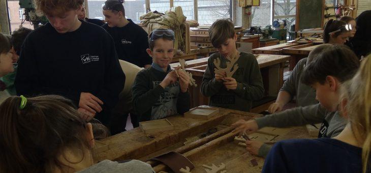 Basisschool Oekene op bezoek in het grote VTI Roeselare
